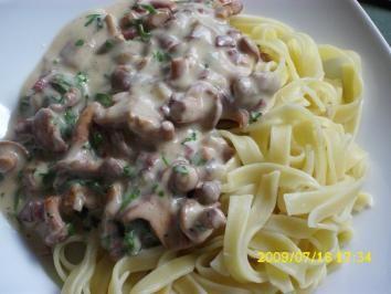 Das perfekte Pasta: Pfifferlingsragout mit Tagliatelle-Rezept mit einfacher Schritt-für-Schritt-Anleitung: Pfifferlinge putzen, säubern. Zwiebel…