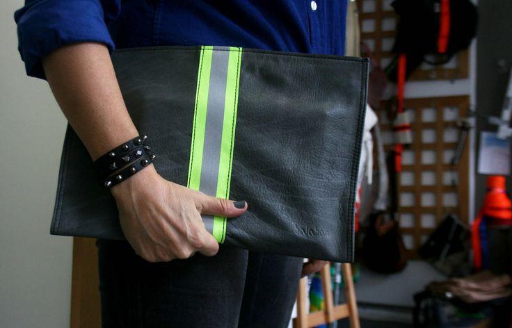 https://flic.kr/p/Dc7VUW   balabanbags 16.40 dark grey leather with phosphor band