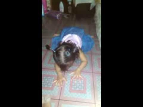 Anak Kecil Umur 1 Tahun Setengah Lagi Belajar Shalat,Jadinya Lucu Sekali...