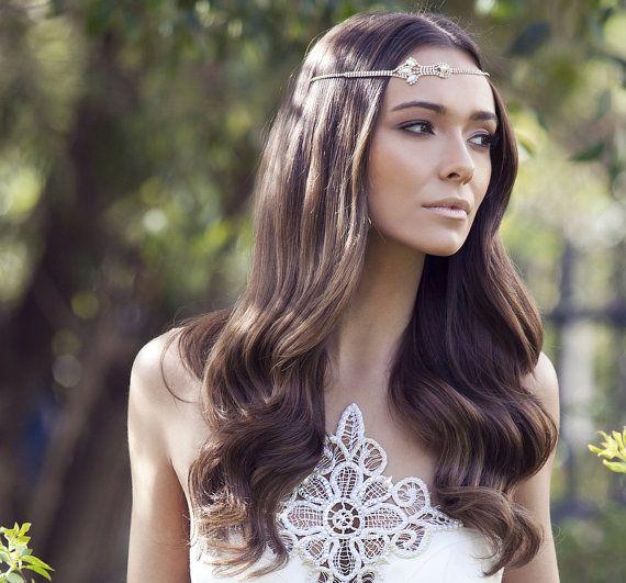 ボヘミアン風は秋に似合う♡秋の結婚式の花嫁衣装 髪型候補♡ウェディングドレス、カラードレスにも似合うヘアスタイルまとめ一覧♡