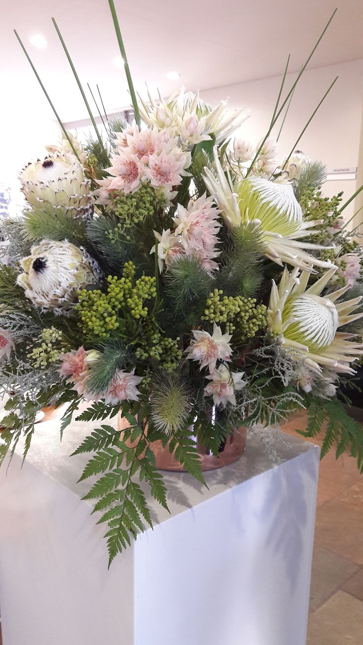 We were so excited to learn that we would be doing the flower arrangements for the International Protea Association's Growers Day event - and what fun it was!   Here are some photos of the beautiful flowers we got to work with.