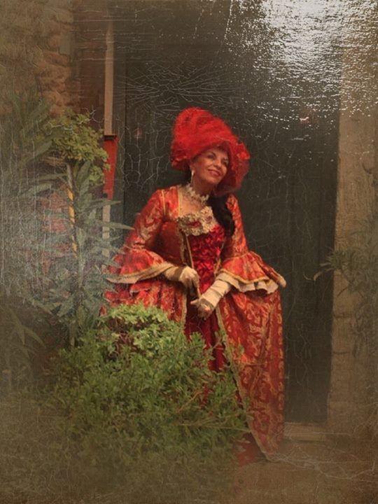 Carnevale di venezia /  3/3/2014 in corte rota /  costume rosso del 1700 e tricorno