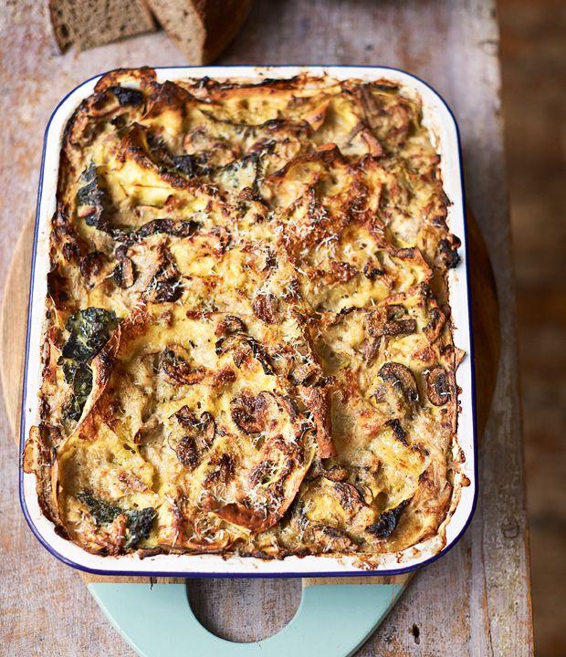 En opskrift på sund lasagne fyldt med gode og nærende råvarer lavet af mesterkokken Jamie Oliver. Få Jamies opskrift på sund lasagne her!