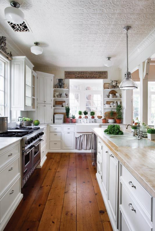 Luxury  Ways to Design a Traditional Kitchen