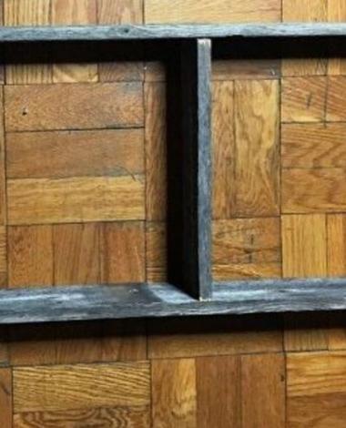 Elle demande à son mari de clouer une échelle sur la porte de salle de bain: il lui a donné raison!