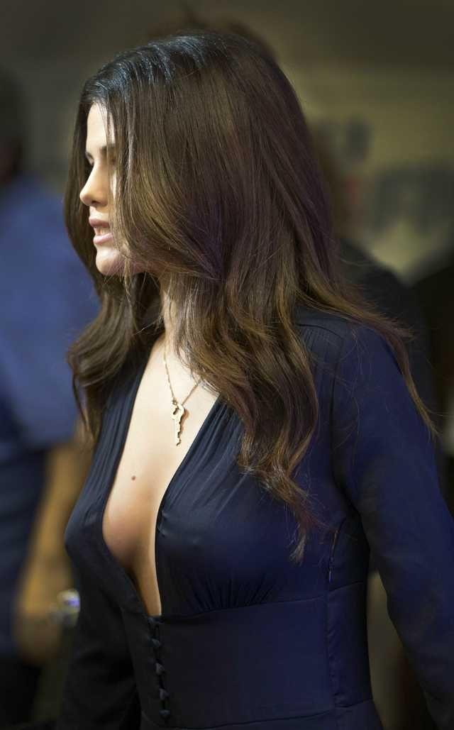 Selena gomez side boob