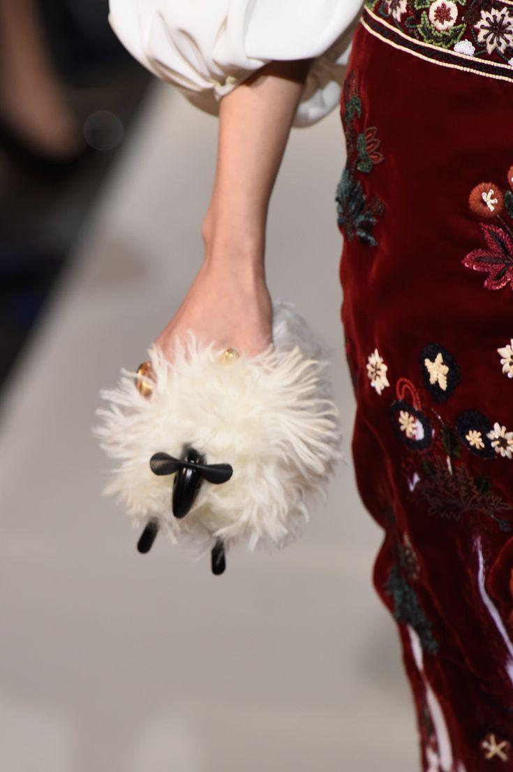 Taschen-Trend 2019: Fransen – VOGUE Germany