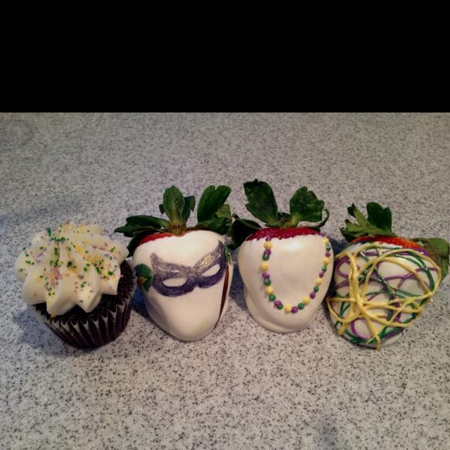 Mardi Gras Berries from D's Sweet Berries! Www.dssweetberrie...