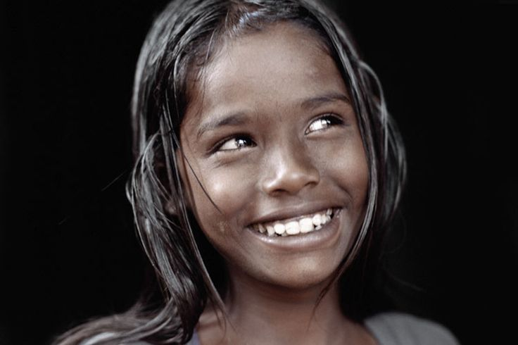 Indian girl, by Olivier Föllmi (one of my favorite photographers)     www.follmispirit.com