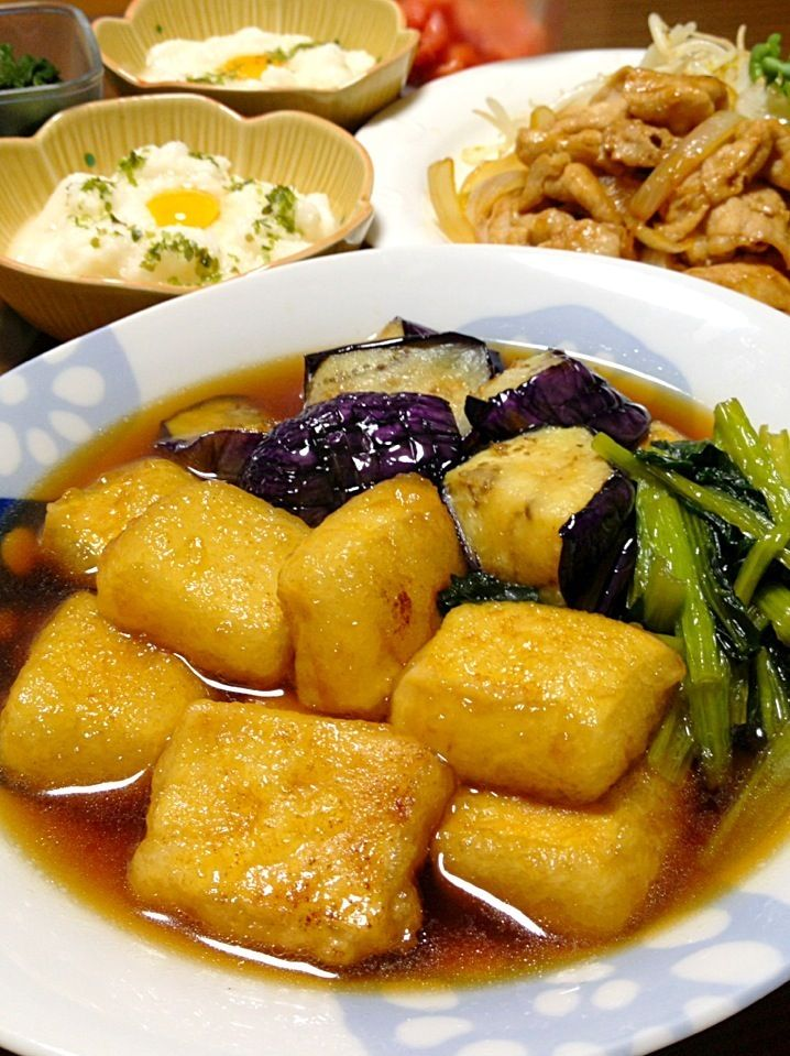 高野豆腐の揚げ煮です。もっちり♪したお豆腐に、あんが程よく絡んで。食感も楽しい1品です☆