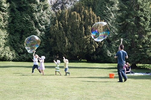 Giant bubble mixture recipe.....we had so much fun at our little girls 5th birthday party...who doesnt like bubbles????