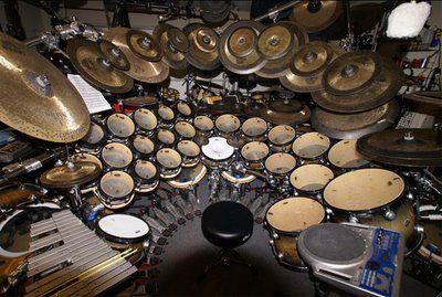 Terro Bozzio Drums ... whAT a set up!