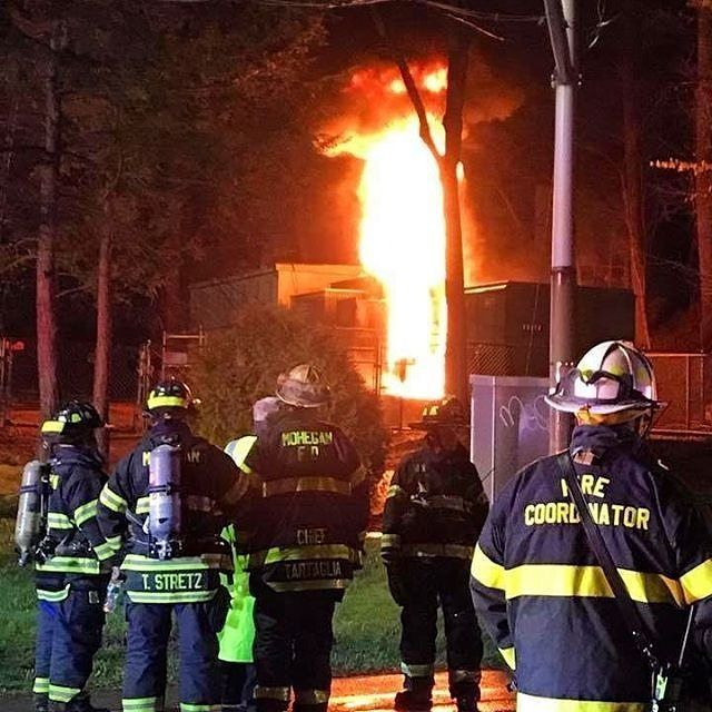 FEATURED POST   @kempterfirewire - Transformer Substation Fire/HAZMAT At 10:57pm last night Wed 4/19/17 Mohegan FD was dispatched to Oregon Rd and Heady St in Cortlandt for a reported transformer fire. Upon arrival of units heavy fire was visible from a high voltage electric transformer substation. Units immediately requested Con Edison Electric on a rush along with the Westchester County Dept of Emergency Services Hazardous Materials Team with their foam unit. Firefighters and New York…