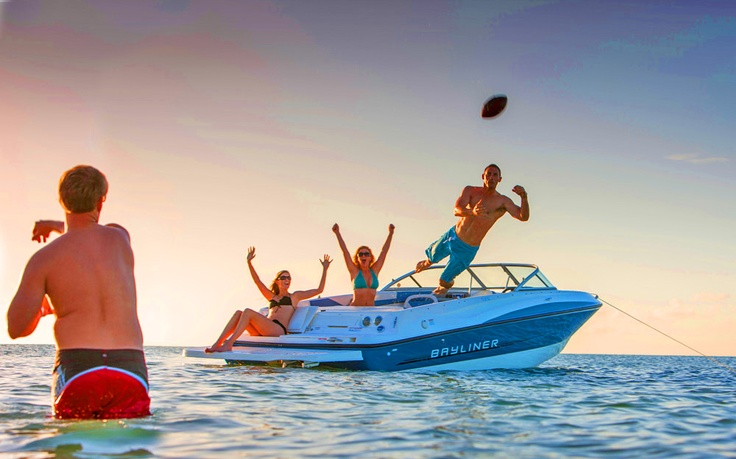 Bayliner 195 Bowrider - Football and boating #bayliner #fun