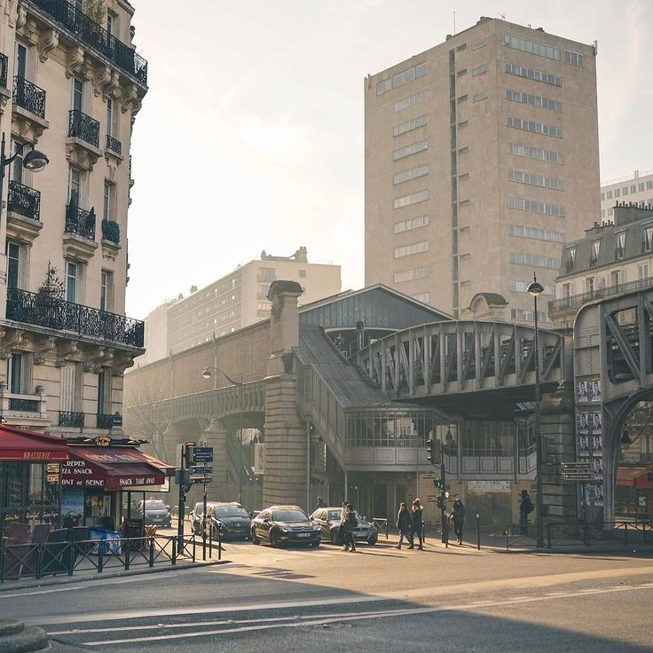 Sunlit streets that seem just too good to be true - Boulevard de Grenelle.