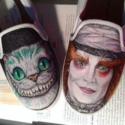 Here's a pair of shoes I drew a while back. I'm still very proud of them :) #throwback #johnnydepp #johnnydeppportrait #portrait #artportrait #portraitcolorentries #alice #aliceinwonderland #cheshirecat #cheshire #wonderland #madhatter #aiw #timburton #timburtonfan #customshoes #shoeart #waltdisney #disney #disneyart
