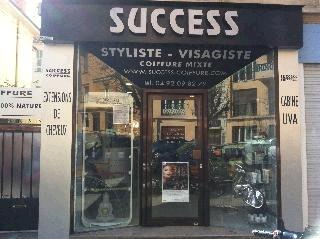 Salon de coiffure mixte, Stylisme d'ongles, extensions de cheveux et de cils.  Formations stylisme d'ongles, Gel UV, Résine, Nail Art.