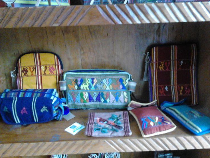 Cosmetiqueras, portalapices, monederos, portalentes (makeup bags, pencil cases, coin purses, glasses cases)