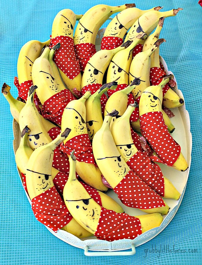 Ha! These pirate bananas are so cute and easy to do! Do love healthy Party Food ideas!