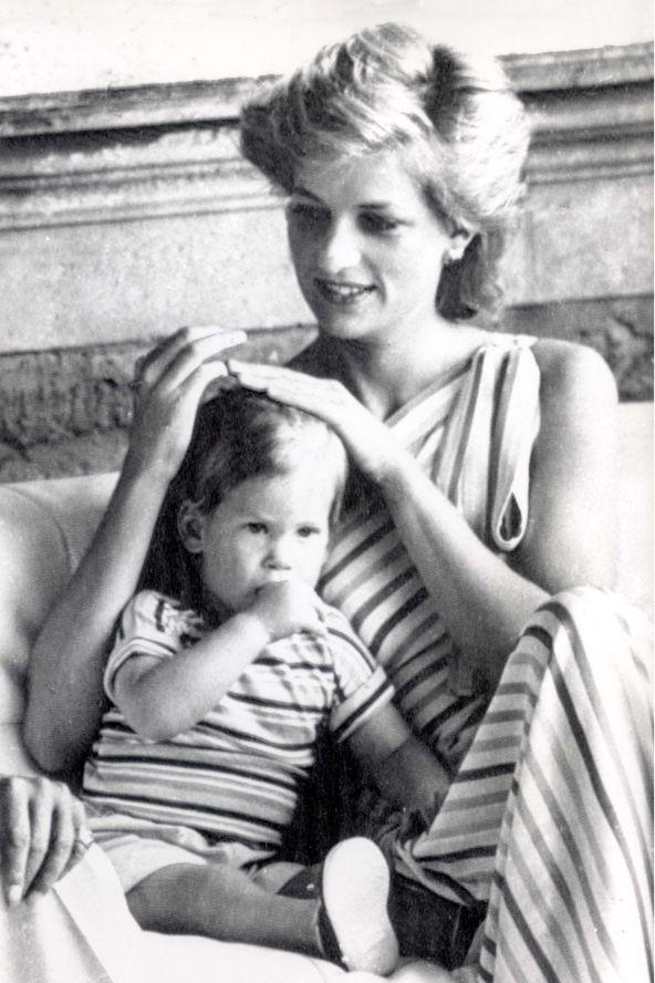 ♥  Vilmos és Harry herceg írtó cuki gyerekkori fotói