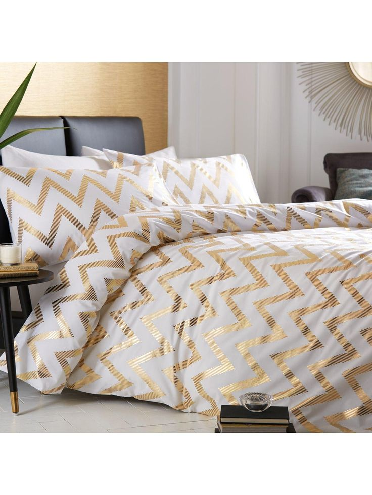 Best 25 White And Gold Comforter Ideas On Pinterest