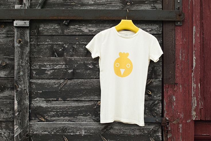 "Hand printed t-shirt ""I Ain't no Spring Chicken"". 100% organic cotton. http://www.kuviokioski.com"