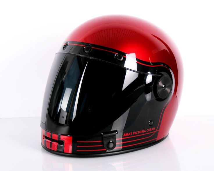 Design your own #vintage #helmet on https://www.helmade.com/en/helmets/motorbike.html #helmetporn #bell #bullitt #redmetallic #classic #retro #helm #integral #painted #handpainted