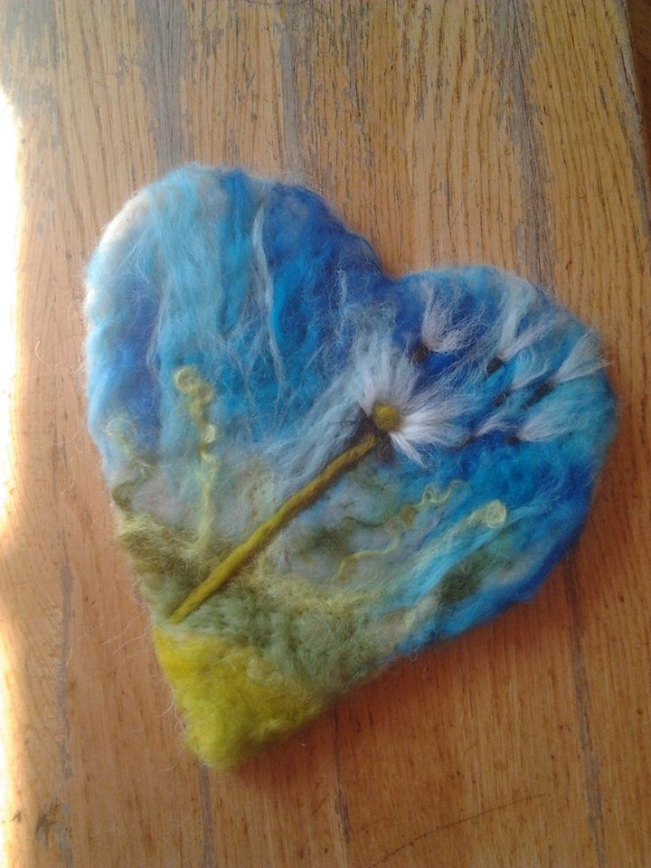 Ooh, i've been making felt hearts by wet felting then machine embroidering them, now I'm going to start needle felting them!