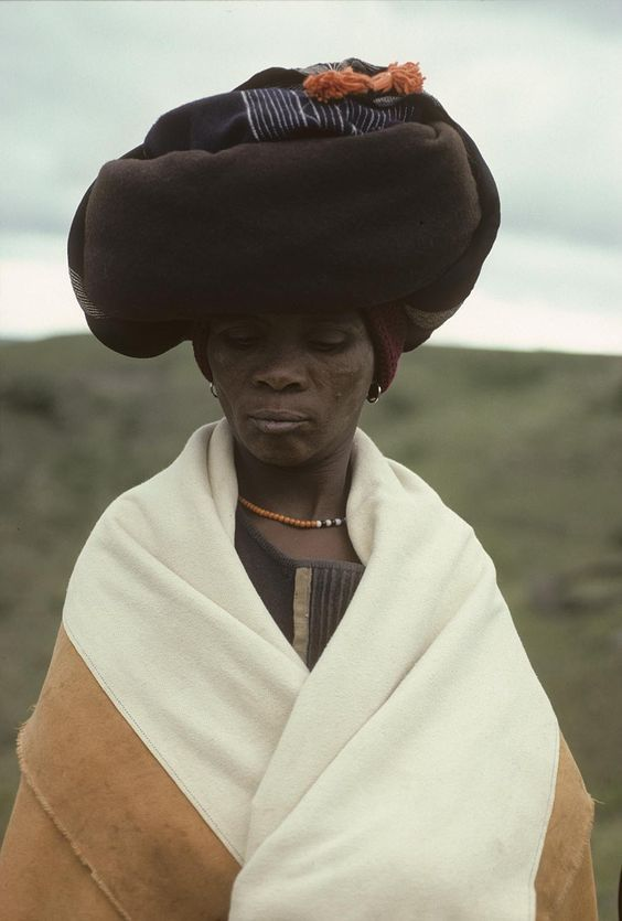 FRANSWAZZ — iseo58:   Xhosa woman. South Africa. 1967 - 1976...