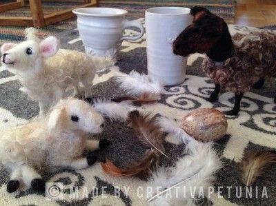 Variera dina påskdekorationer! Här är det några nåltovade får och lamm som får pryda hemmet under påsken.  Varía tus decoraciones esta Pascua! Aquí tienes unos corderos en fieltro a seco los cuales…