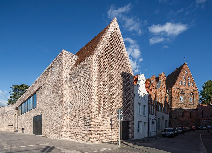 Water-struck and coal-fired bricks | Architecture at Stylepark