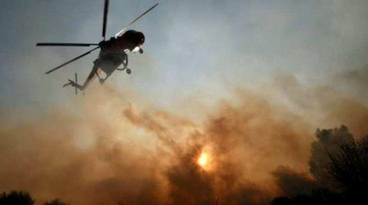 Μαίνεται η φωτιά στα Καλύβια, κανονικά η κυκλοφορία στην Αθηνών-Σουνίου