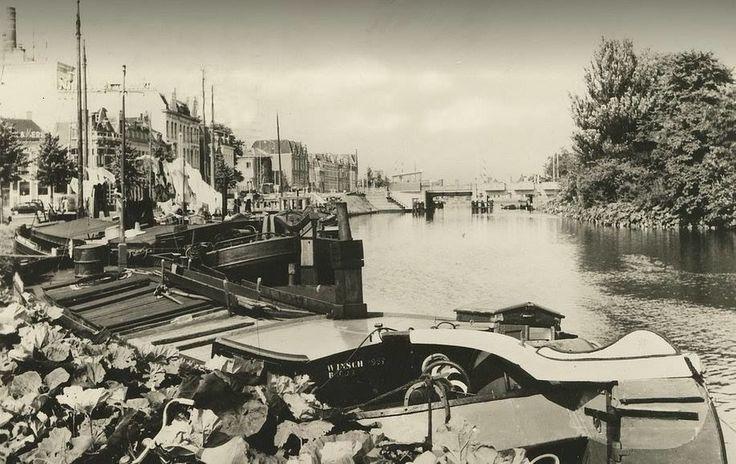 De Emmasingel (links) met het verbindingskanaal in 1960 - Foto's SERC