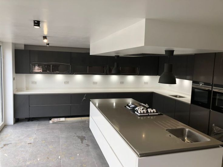Kitchen of the week… Located in Stevenage, Herts, showcasing the Bianco Puro and Concreto Seta