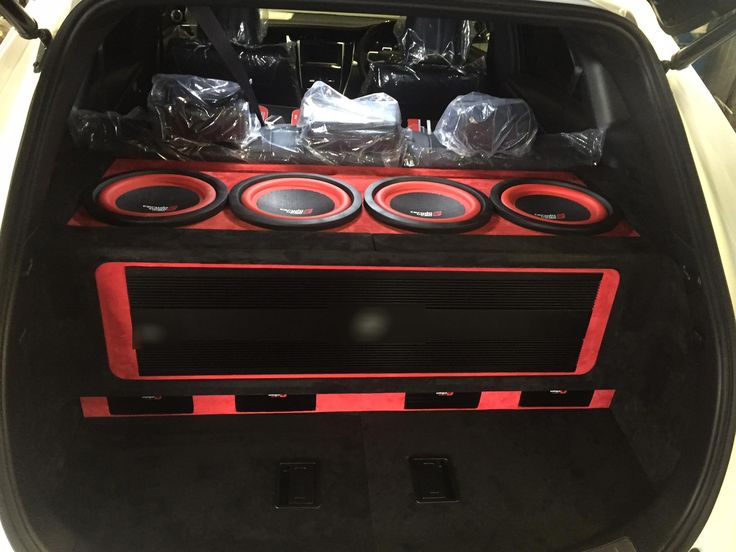 #veganationJapan. A neat Cerwin Vega Mobile build on the back of a Toyota Harrier. Amazing work by C.A.F 9tronix a car audio shop in Ise City, Mie Prefecture Japan.  #Cerwinvegamobile #cerwinvega #caraudiofab #9tronix #japancaraudio #japan #toyota #harrier #caraudio #loud #boom #basshead #bass #carstereo #subwoofer #subwooferbox