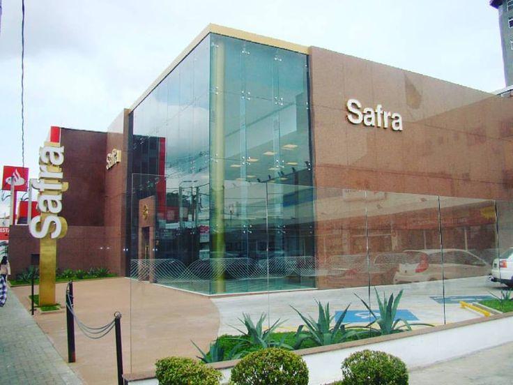 Uma das mais recentes agências do Banco Safra foi entregue pela Taika, feita desde sua fundação com terraplanagem. A obra foi executada em alvenaria e nós também ficamos responsáveis pela instalação dos pisos.