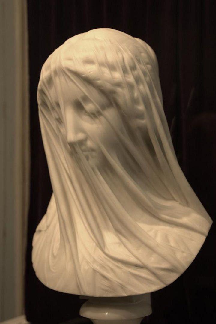 """""""Virgen con velo"""" con el efecto de transparencia. Fue esculpida en el siglo XIX  por Giovanni Strazza. – PASTA-MÚSICA-ECOLOGÍA"""