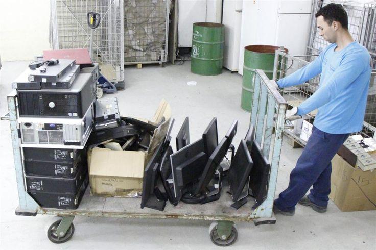 Cooperativa agenda retirada de lixo eletrônico para reciclagem