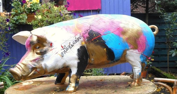 Glamour Pig by artist Erik Zwezerijnen