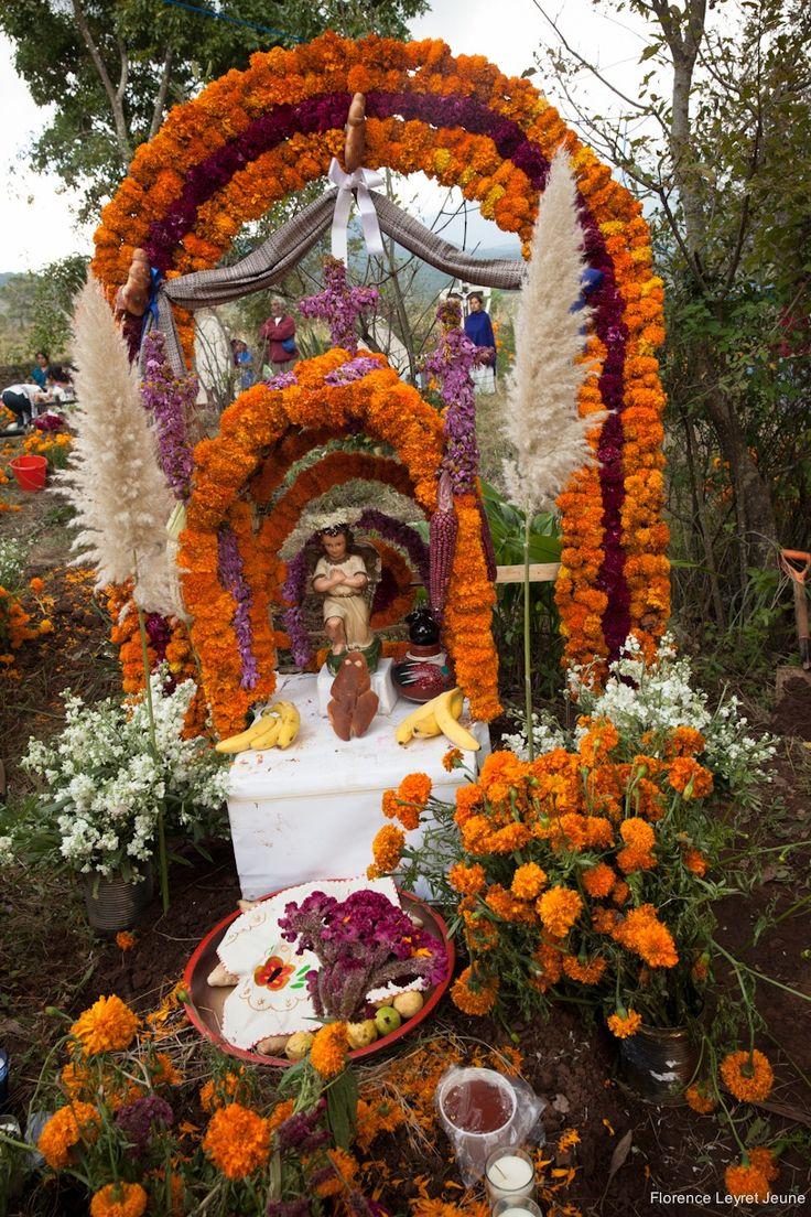 NeoMexicanismos - didyouseethewind: NeoMexicanismos - didyouseethewind: Day of the Dead/ Dia de los Muertos/ Santa Fe de la Laguna/Michoacan/ Mexico: Photography © Florence Leyret Jeune
