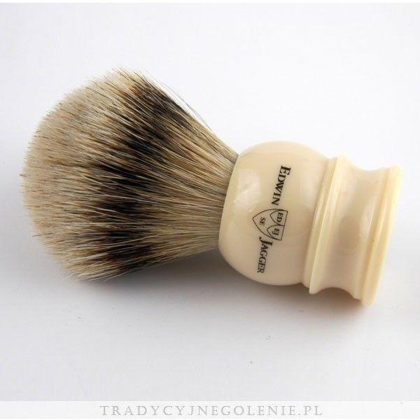 Najwyższej klasy pędzel do golenia Edwin Jagger z najwyższej jakości ręcznie selekcjonowanego włosia borsuka (SILVERTIP). Rączka jest imitacją kości słoniowej, na rączce logo Edwin Jagger.