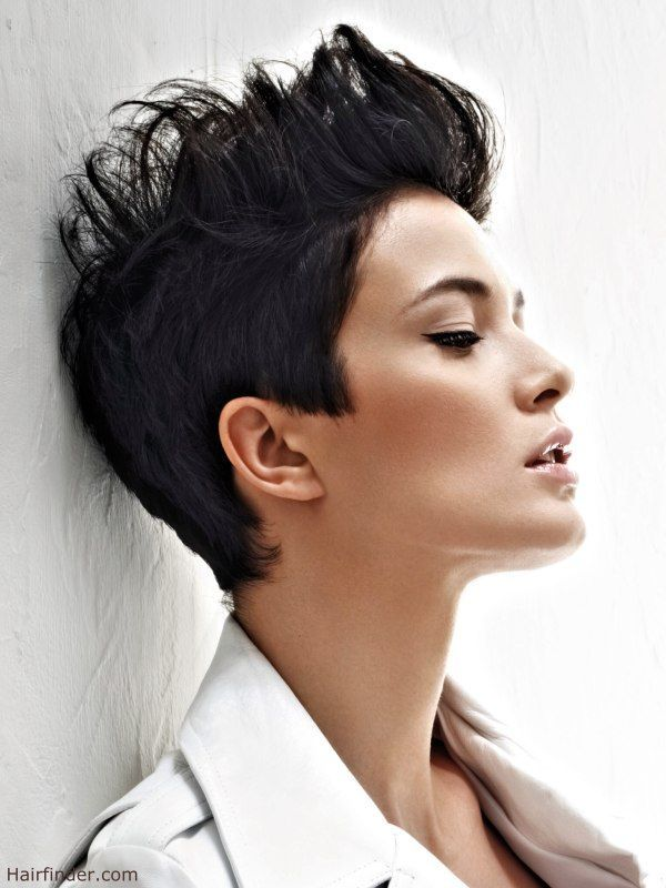 Short Hairstyle With The Hair Styled Up With Gel Shorthairpixie Frisuren Kurze Haare Braun Schone Frisuren Kurze Haare Haarschnitt Kurze Haare