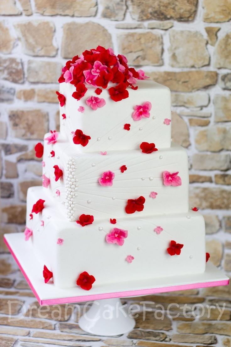 Pink and red weddingcake