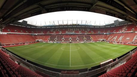 In het weekend als mijn club FC Twente moet voetballen ben ik er bijna altijd bij of kijk ik het thuis met vrienden.
