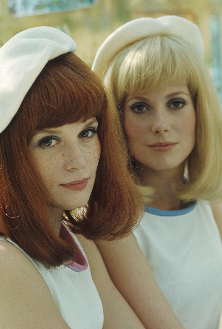 """Le 1er Février 1967, le film de Jacques Demy 'Les demoiselles de Rochefort"""" sortait sur les écrans. L'occasion de retrouver les soeurs Dorléac.  Photo: Philippe Le Tellier/ Paris Match"""