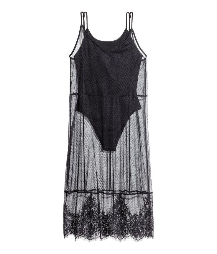 ¡Echa un vistazo! H&M LOVES COACHELLA. Vestido de malla con tirantes finos. Body de punto cosido con tirantes finos y botones en la entrepierna. Ribete de encaje en el bajo. Largo hasta la rodilla. – Visita hm.com para ver más.