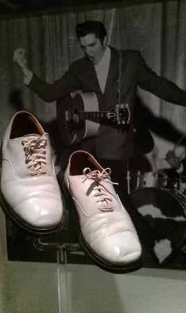 What Kind Of Shoes Did Elvis Wear