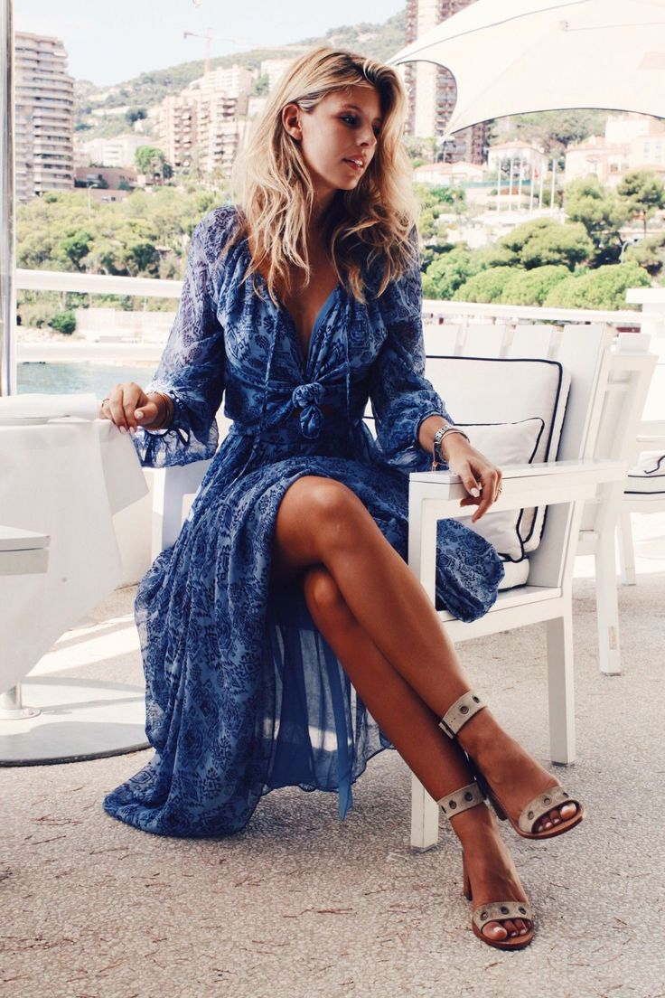 Natasha Oakley ALWAYS has the best style!!! Dress by Lovers and Friends. Swoon!