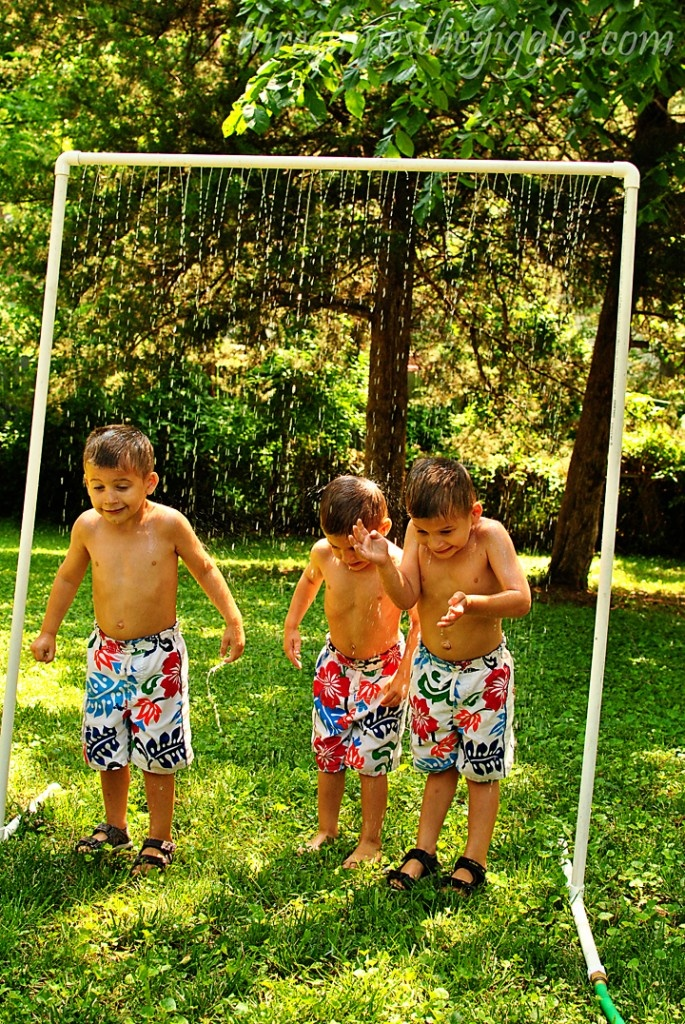 A Cool DIY Kid Wash for hot summer days