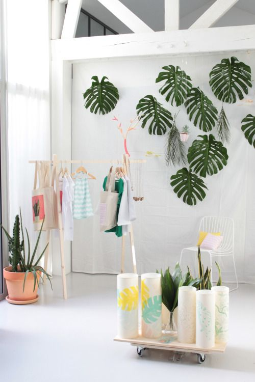 Decorate your wall with big philodendron leaves - Blanc Pâle